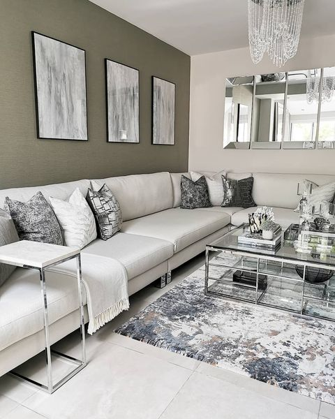 Example of Dressing a House to Sell in The Living Room