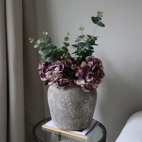 A Vase Really Fills up The Space! Use Them to Dress a Corner